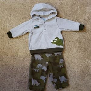Carter's two piece baby set ( 3 -6 Months)